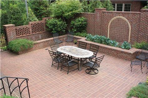498dacca86ccca9974d4f1c4ef60b5b5--brick-courtyard-courtyard-design.jpg